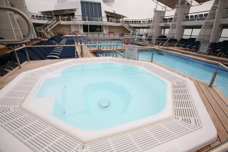 Круизный лайнер Celebrity Silhouette - Джакузи (Whirlpool on the pool deck)