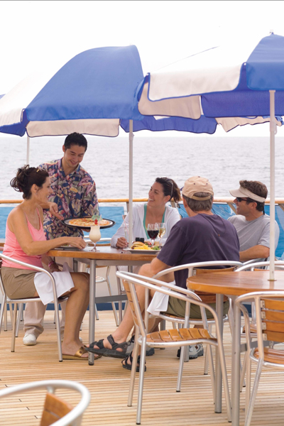 Круизный лайнер Celebrity Xpedition - Кафе на палубе (Onboard Cafe)