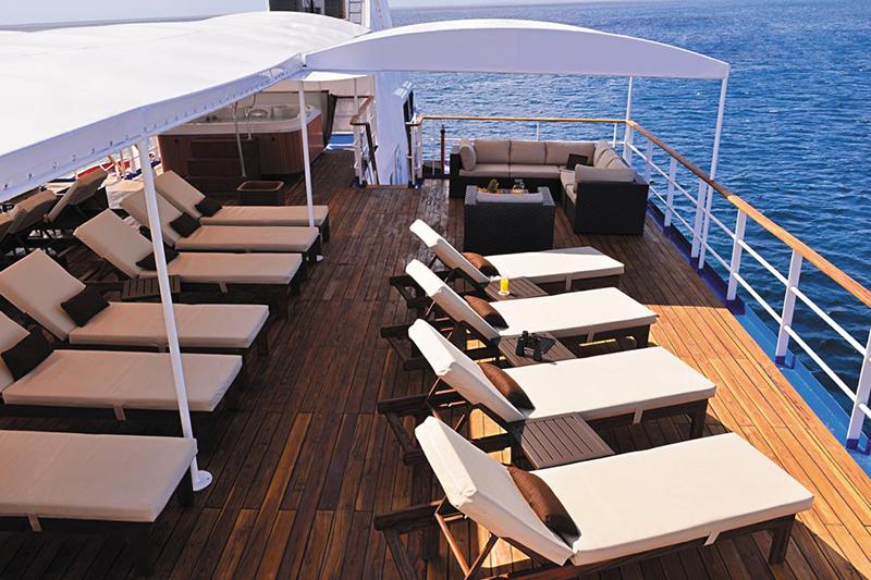 Круизный лайнер Celebrity Xperience - Солярий на солнечной палубе