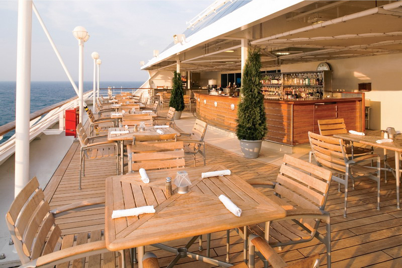 Круизный лайнер Azamara Journey - Ресторан на открытой палубе (Breeza)