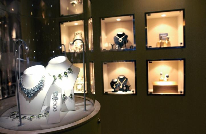 Круизный лайнер Azamara Journey - Галерея бутиков (Boutique)