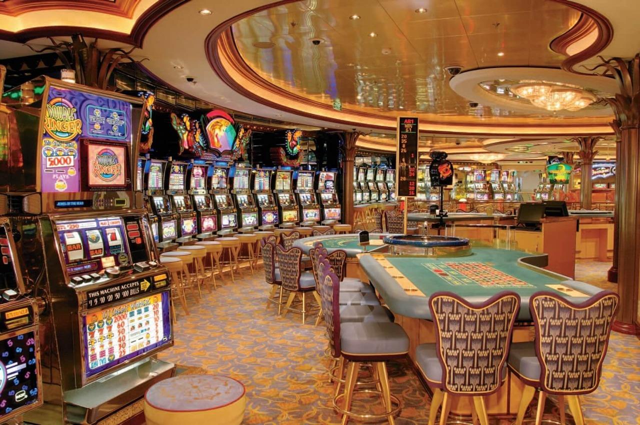 Круизный лайнер Brilliance of the Seas - Казино (Casino Royale)