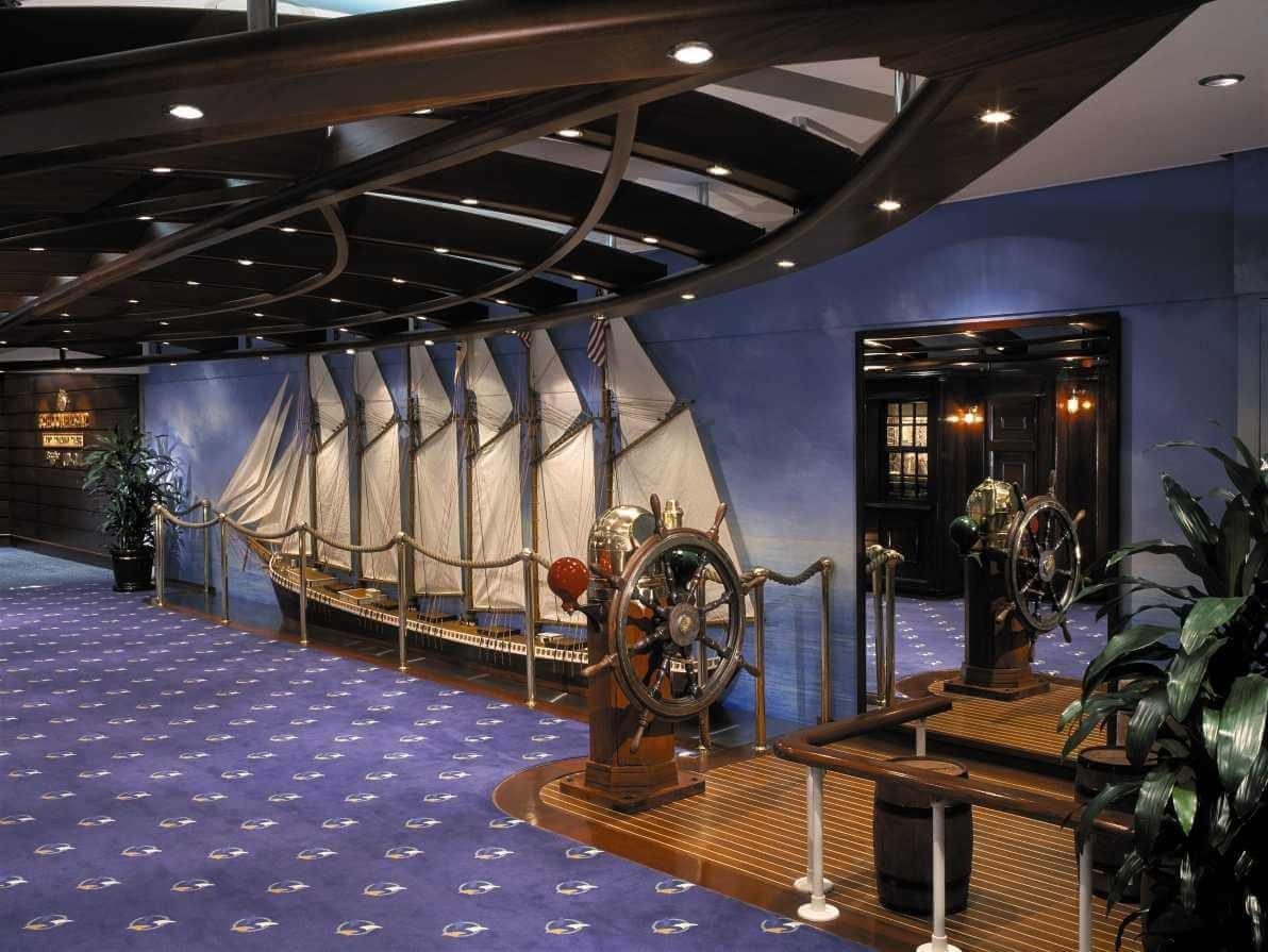 Круизный лайнер Brilliance of the Seas - Шхуна-бар (Schooner Bar)