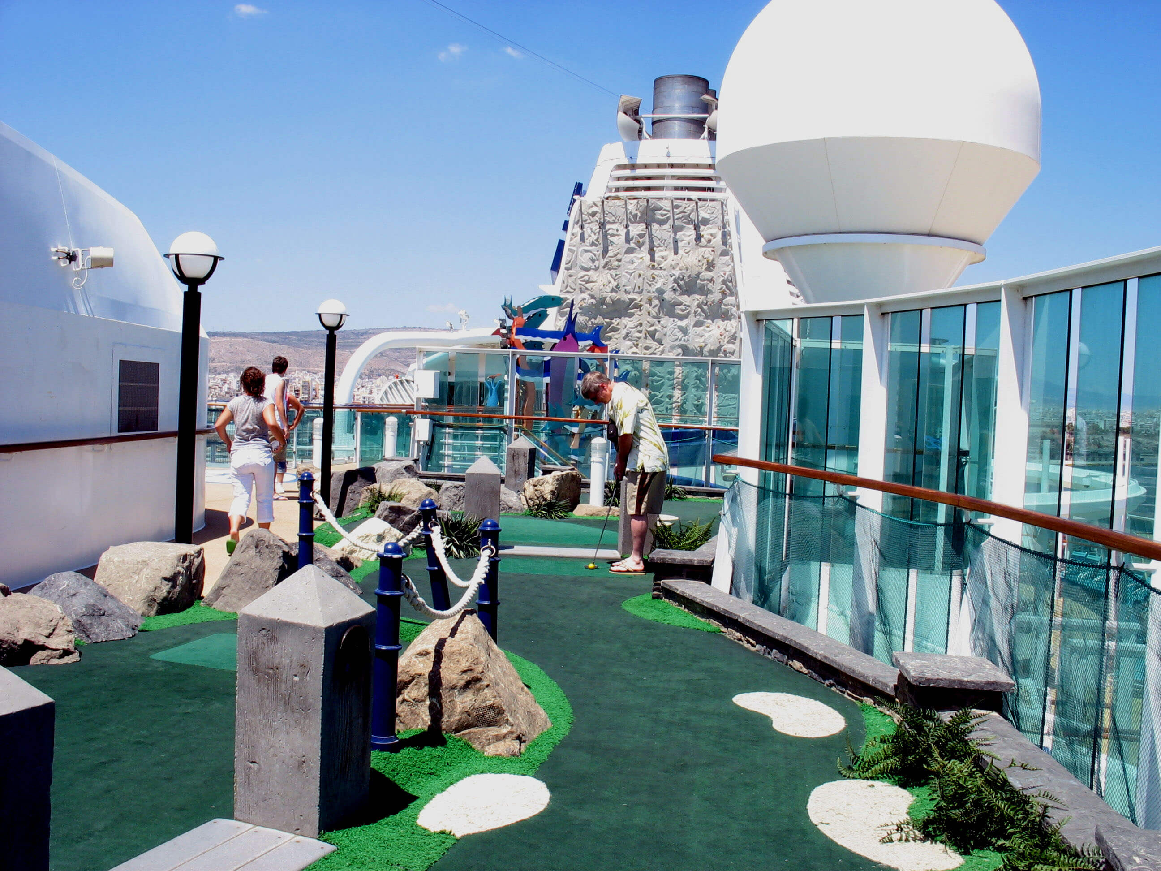 Круизный лайнер Brilliance of the Seas - Мини Гольф (Mini Golf)
