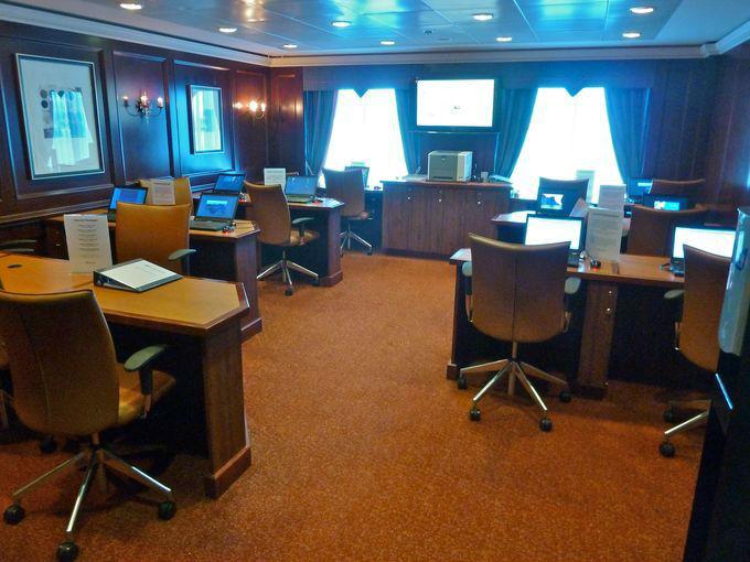Круизный лайнер Azamara Quest - Компьютерный зал (Computer Center)
