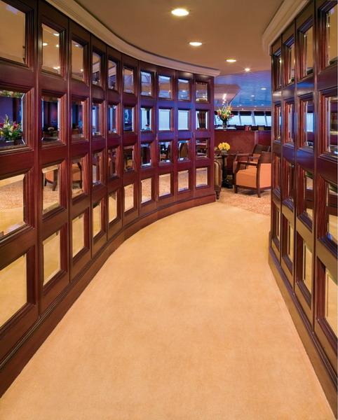 Круизный лайнер Azamara Quest - Зеркальный холл (Glass Hall)