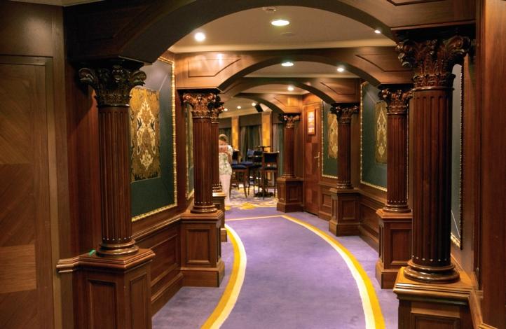 Круизный лайнер Azamara Quest - Театр (Cabaret Theater)