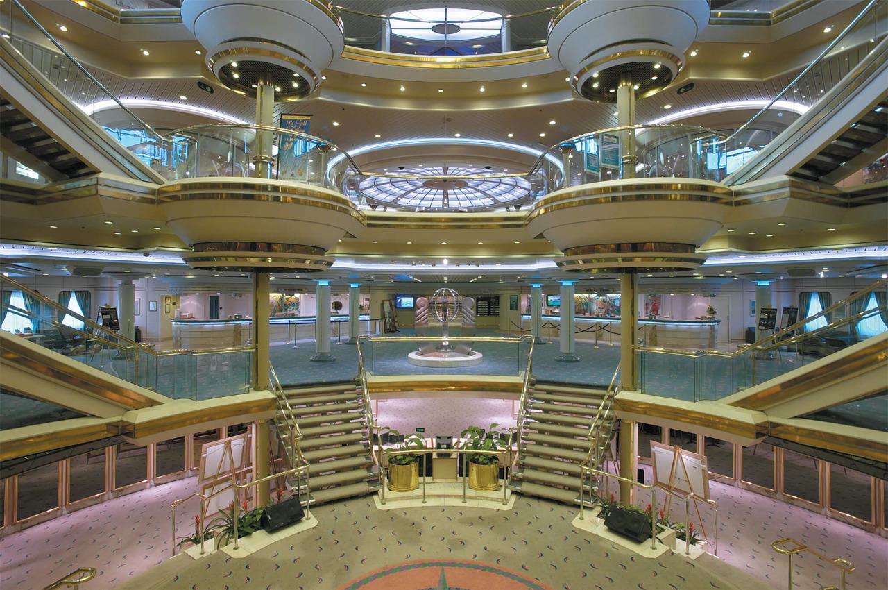 Круизный лайнер Empress of the Seas - Centrum - атриум лайнера