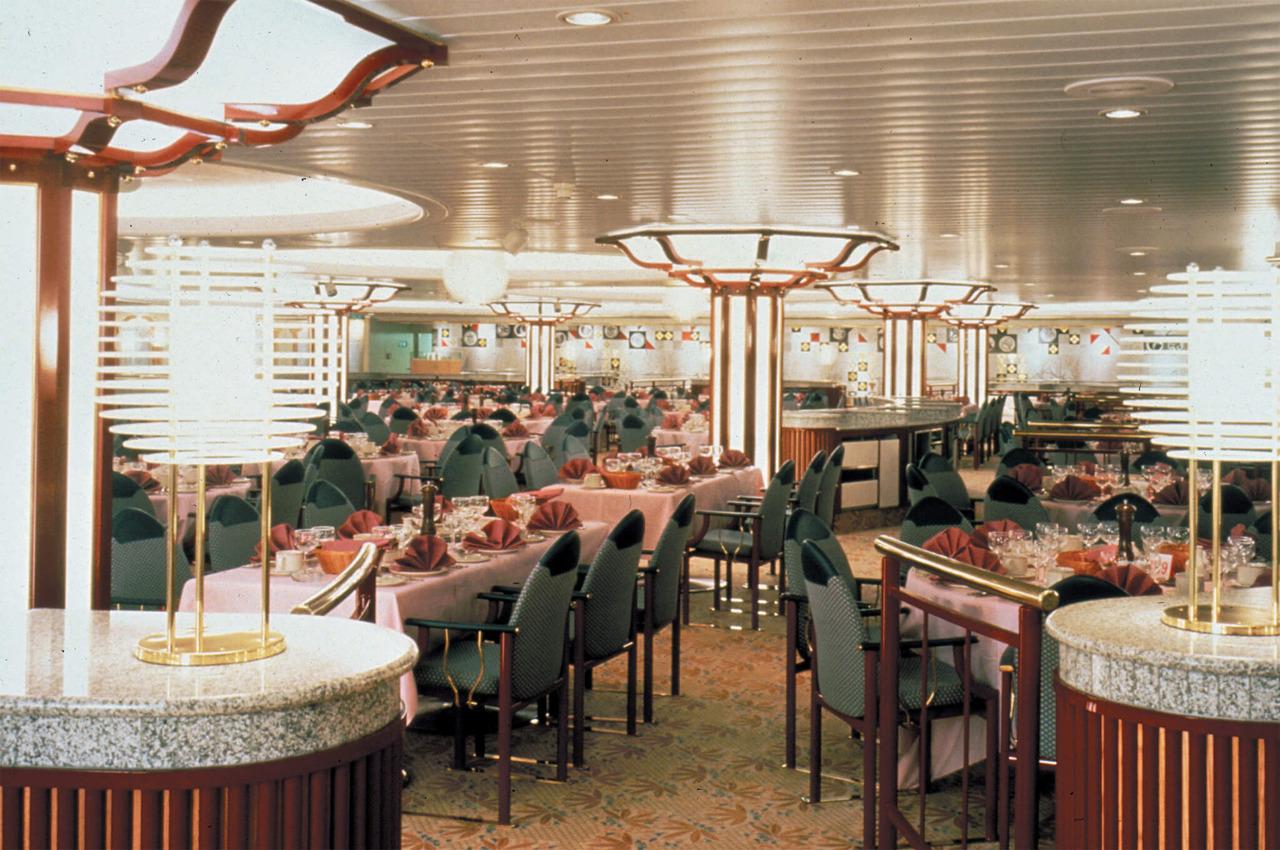 Круизный лайнер Empress of the Seas - Основной ресторан лайнера