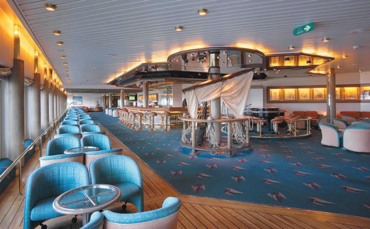 Круизный лайнер Empress of the Seas - Бар Schooner Bar