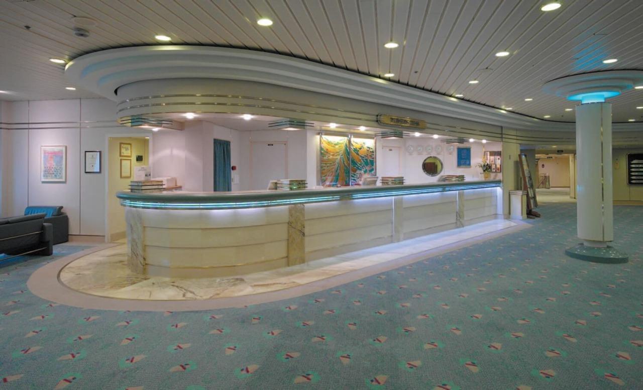 Круизный лайнер Empress of the Seas - Ресепшен