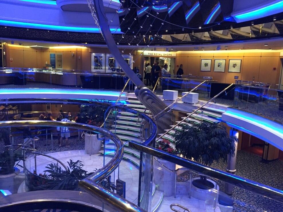 Круизный лайнер Empress of the Seas - Зона бутиков
