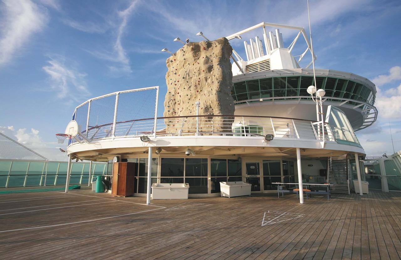 Круизный лайнер Empress of the Seas - Спортивная палуба