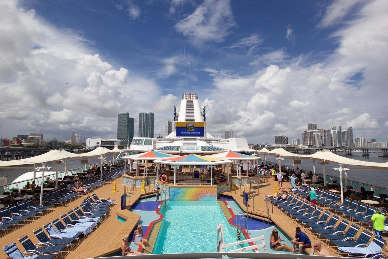 Круизный лайнер Empress of the Seas - Бассейн