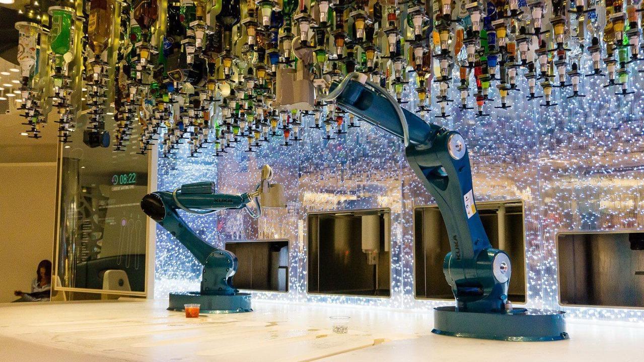 Круизный лайнер Symphony of the Seas - Bionic Bar
