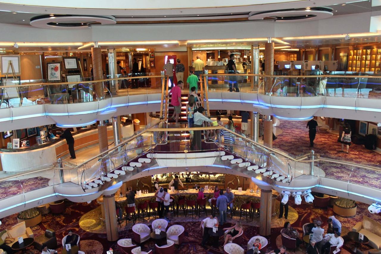 Круизный лайнер Enchantment of the Seas - Атриум (Centrum)