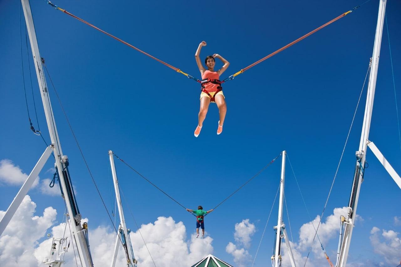 Круизный лайнер Enchantment of the Seas - Прыжки на батуте (Bungee Jump)