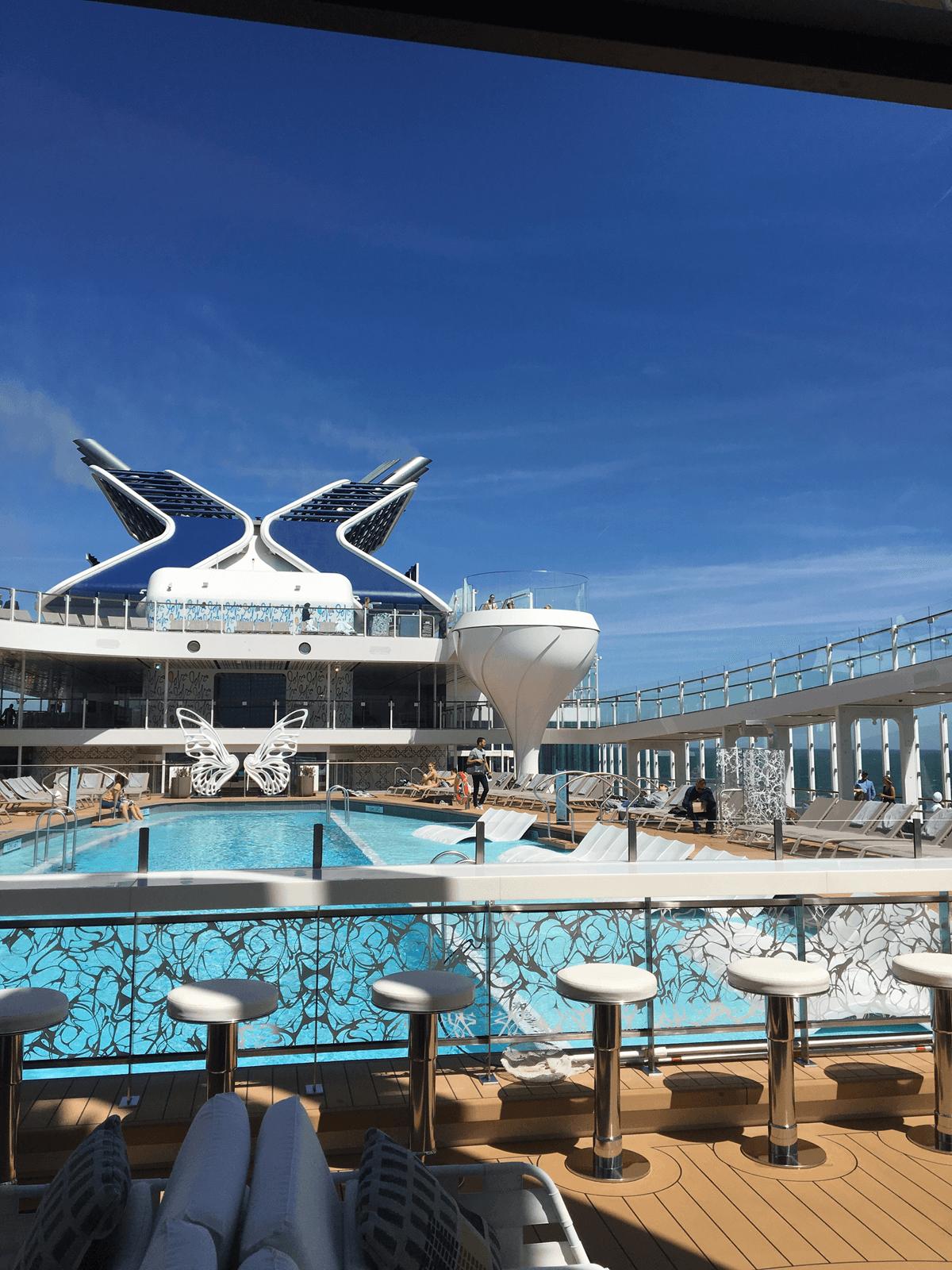 Круизный лайнер Celebrity Edge - Бассейн