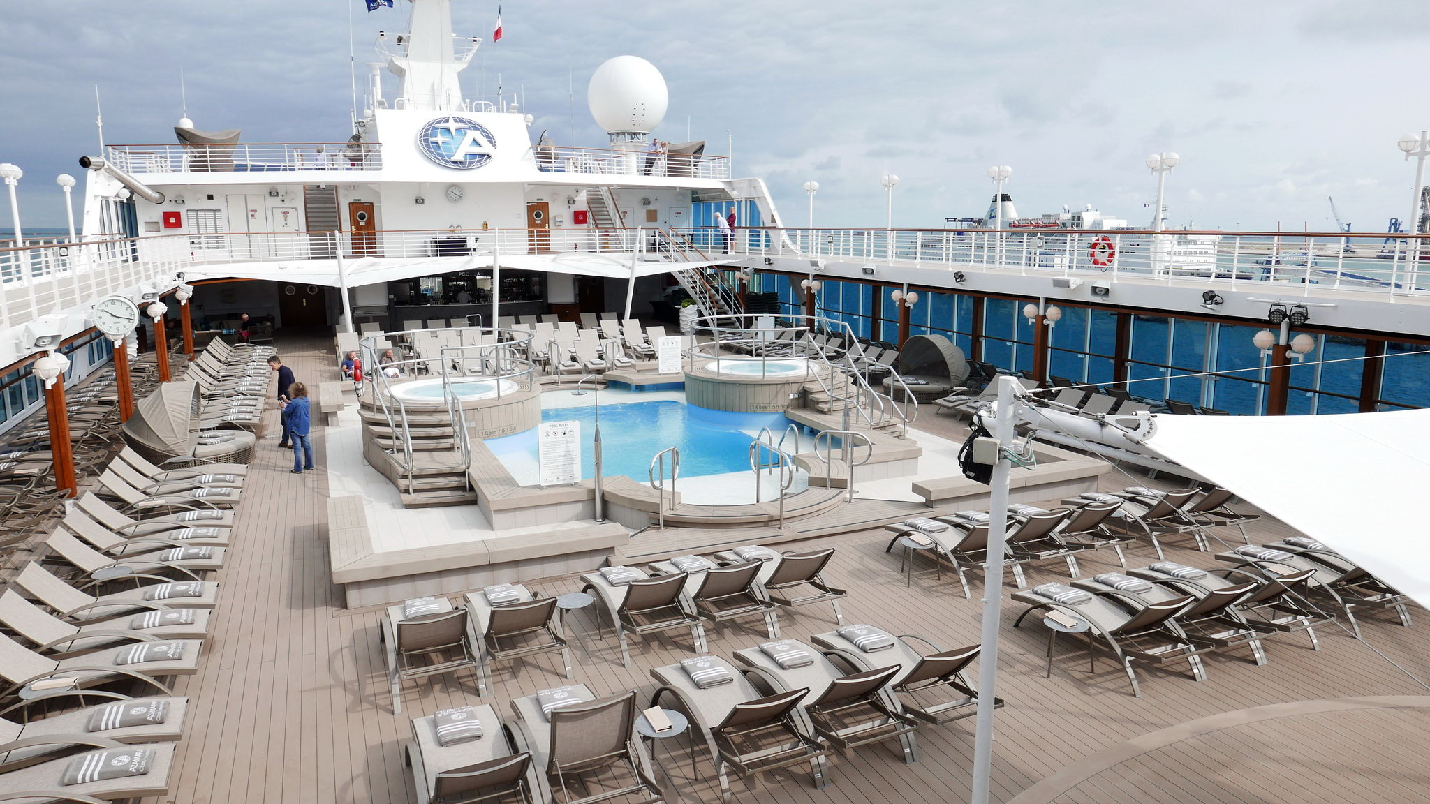Круизный лайнер Azamara Pursuit - Pool