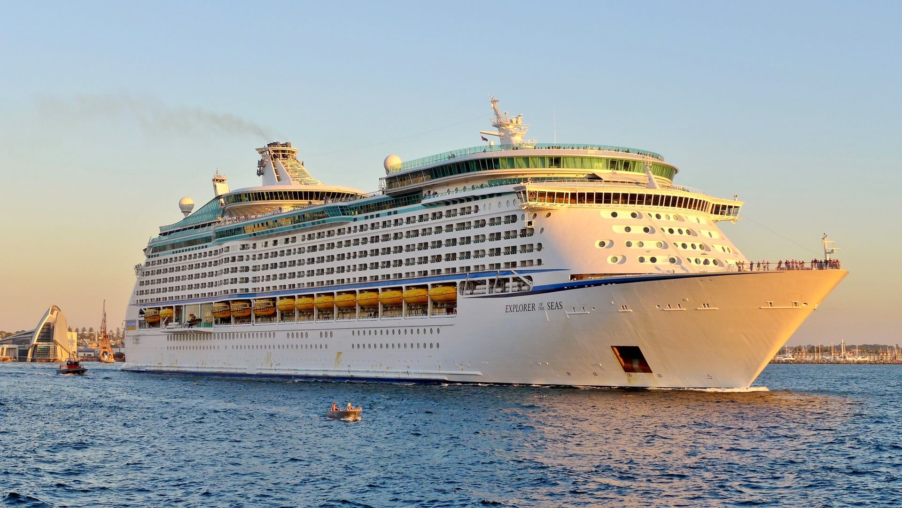 Круизный лайнер Explorer of the Seas - Внешний вид лайнера (Exterior)