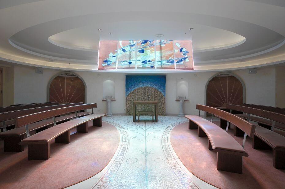 Круизный лайнер Explorer of the Seas - Часовня (Skylight Chapel)