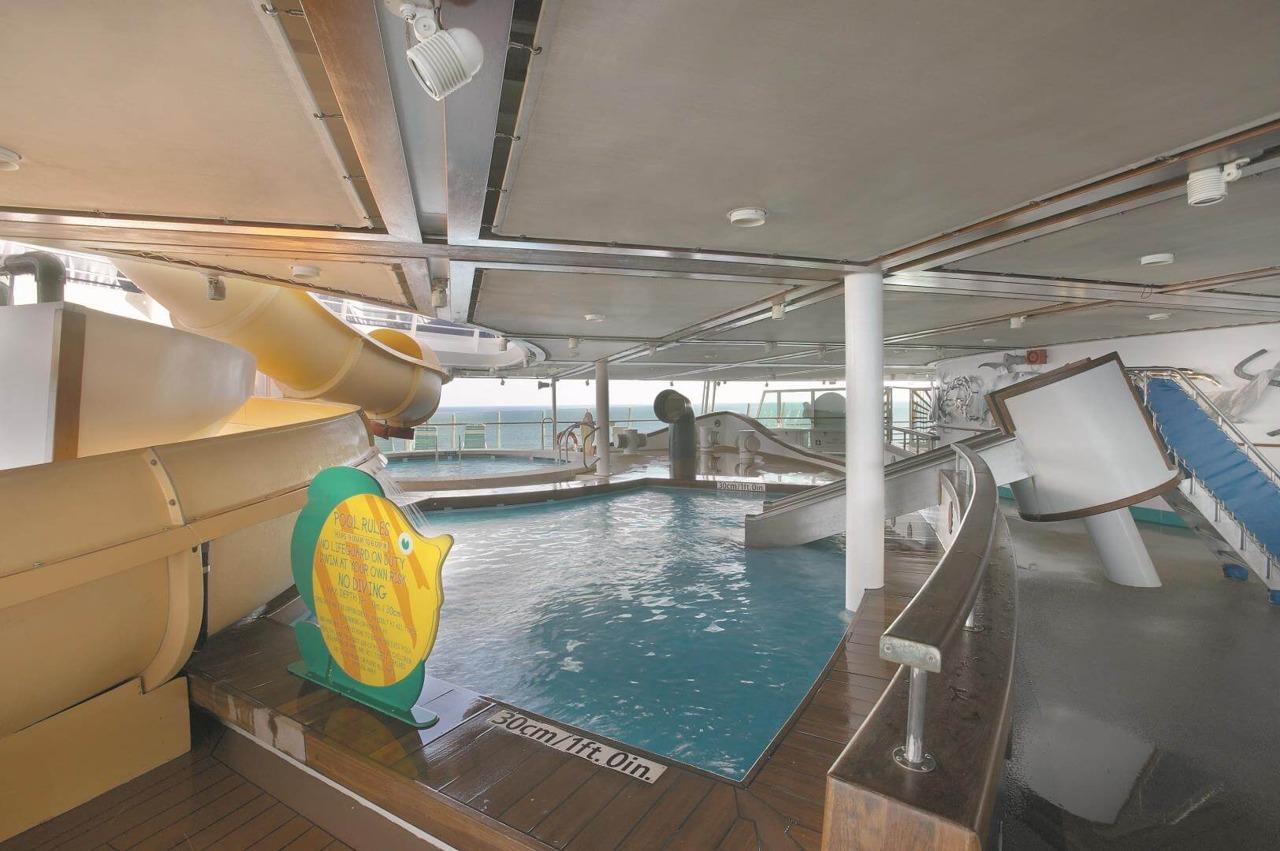 Круизный лайнер Explorer of the Seas - Водные горки, бассейн (Waterslides)