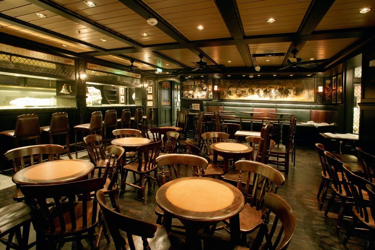 Круизный лайнер Freedom of the Seas - Пивной ресторан (Bull Bear Pub)