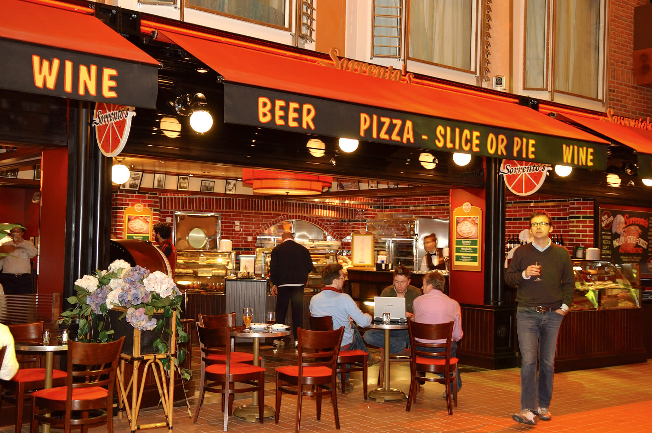 Круизный лайнер Freedom of the Seas - Пиццерия (Sorrentos pizza)