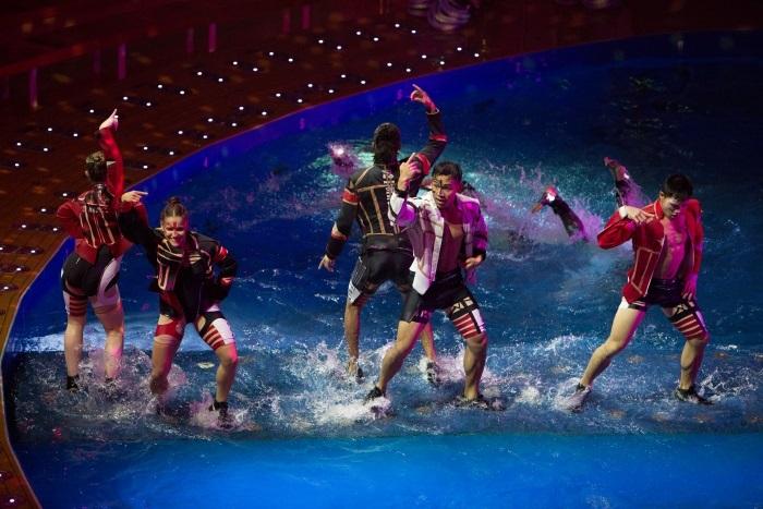 Шоу и представления в круизах компании Royal Caribbean International