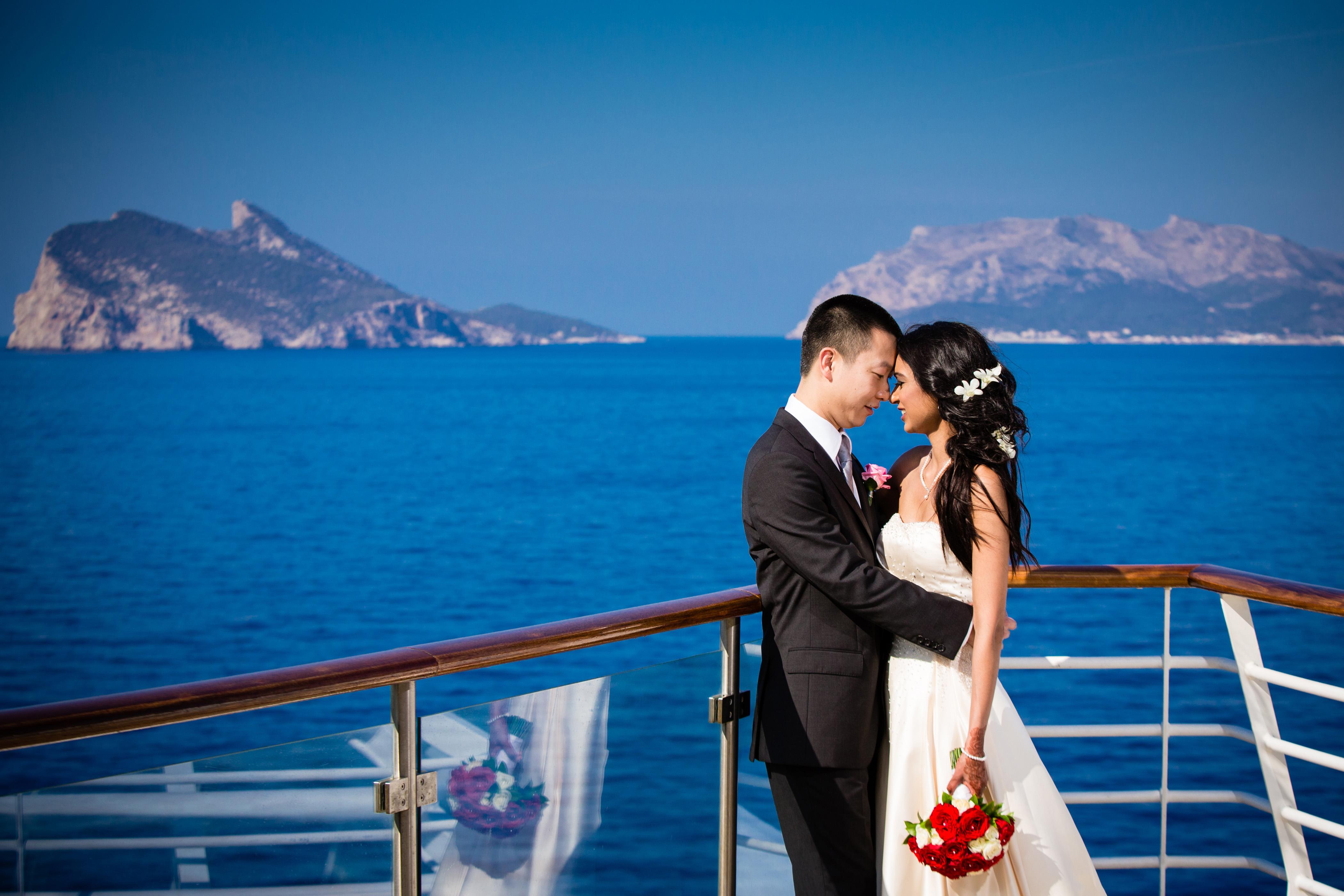 Символическая церемония бракосочетания на борту лайнера Royal Caribbean International